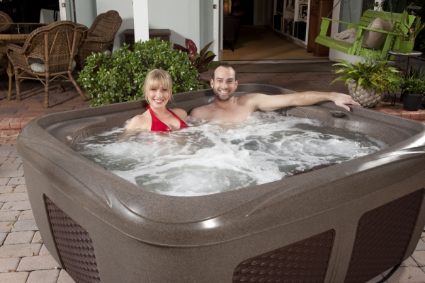 Interline Dream maker Stonehenge EZ Spa - 3-4 Personen Whirlpool in Brownstone Espresso Rattan-Optik